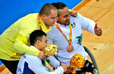 Atleta mexicano gana medalla en natación en los Paralímpicos