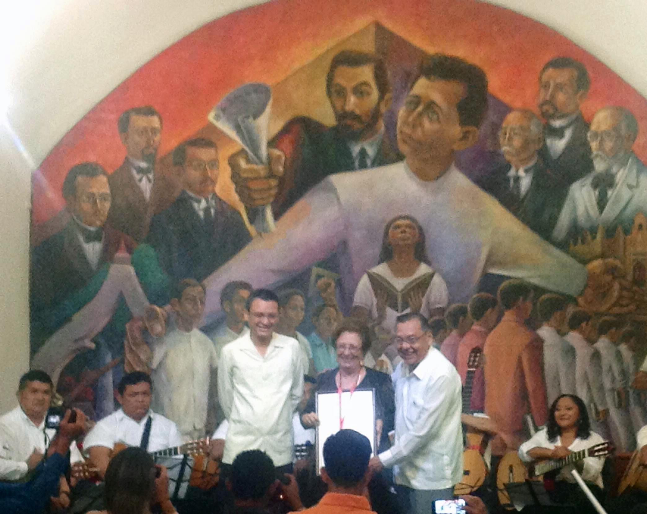 Premian una vida dedicada a la canción yucateca