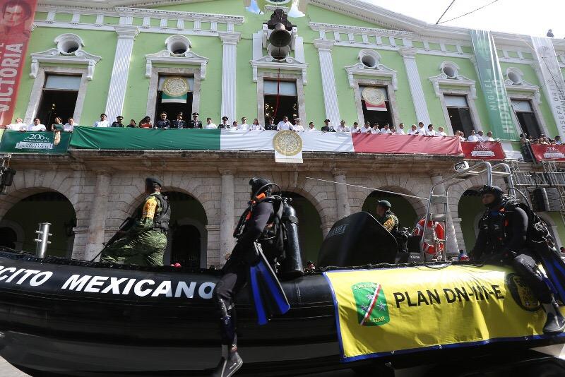 Desfile cívico-militar con enfoque social