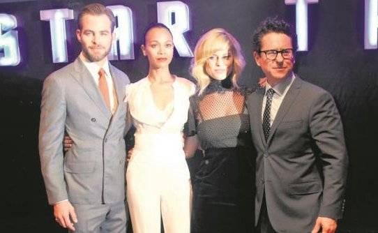 J.J. Abrams y actores de 'Star Trek' firman contra Trump
