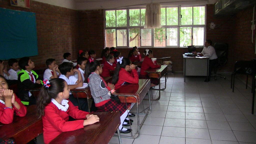 'Desaparecen' 7 de 10 plazas de maestros; en Yucatán no hay