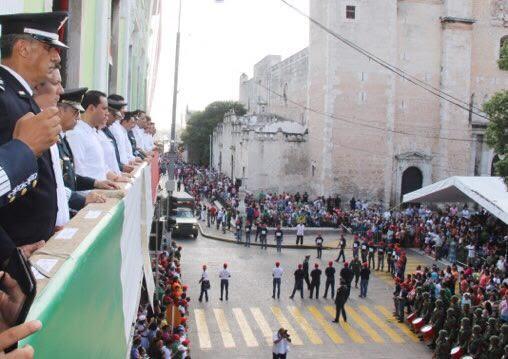 Asiste Vila a desfile por aniversario de Independencia