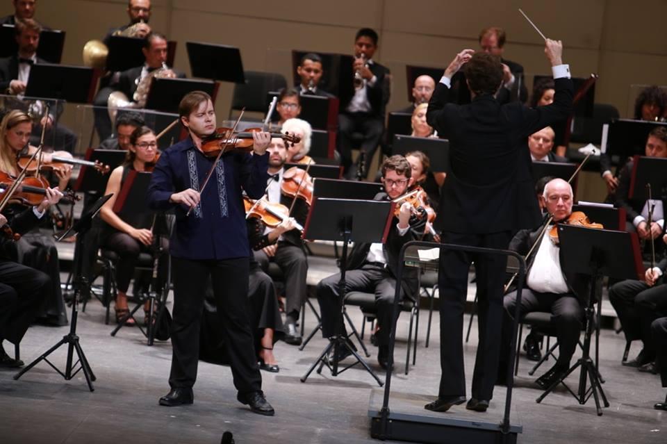 Violinista Mykyta Klochkov se lleva aplausos de yucatecos