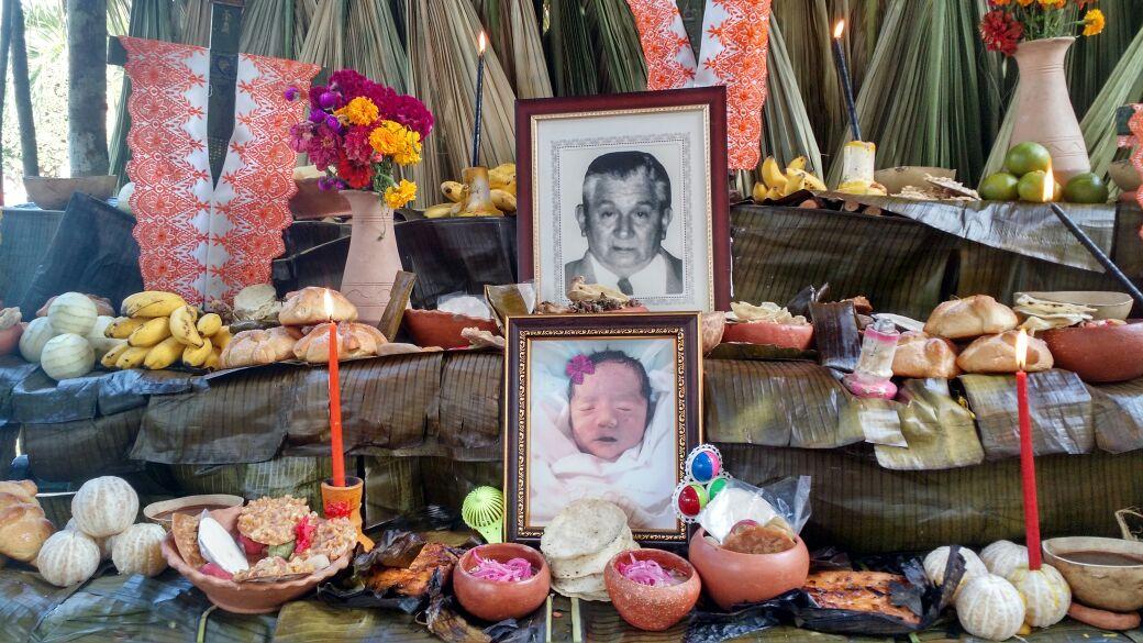 Multitudinaria muestra de altares en Plaza Grande de Mérida