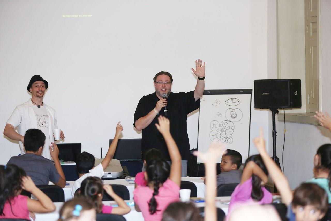 Extranjeros difunden cultura maya a nuevas generaciones