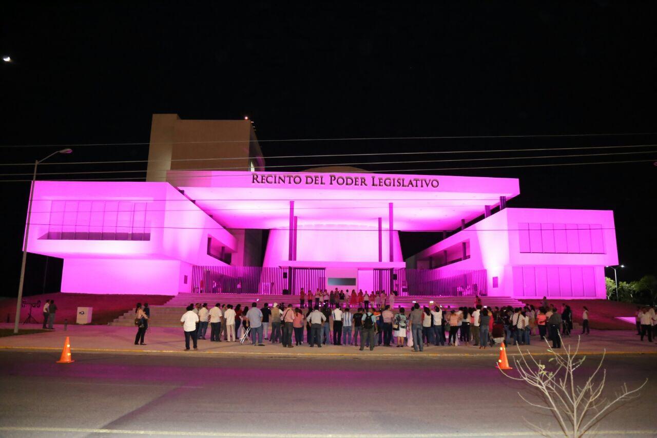 Se pinta Congreso Yucatán contra cáncer de mama