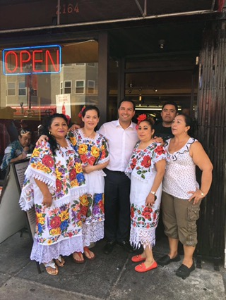 Reconocen a restauranteros yucatecos en California