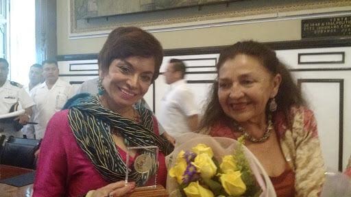 En Mérida Martha Chapa con arte y manzanas