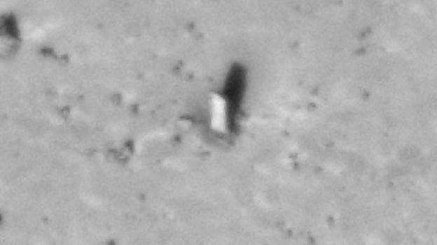 """El misterioso """"monolito"""" avistado en una de las lunas de Marte"""