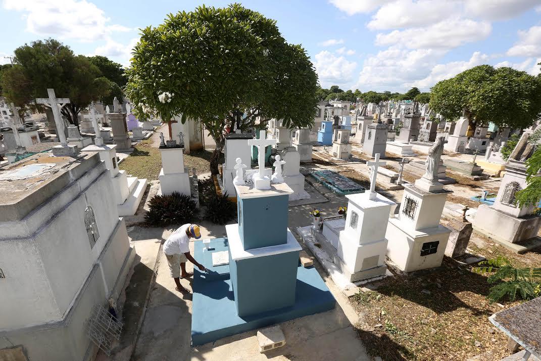 Alistan panteones de Mérida fechas de Fieles Difuntos