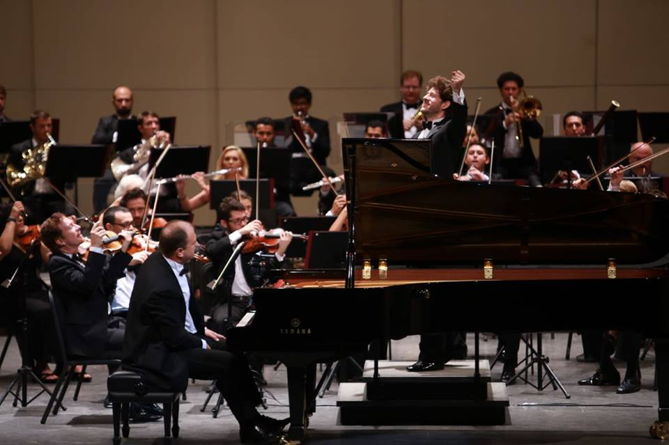 Pianista polaco y OSY cautivan al público con música de Chopin