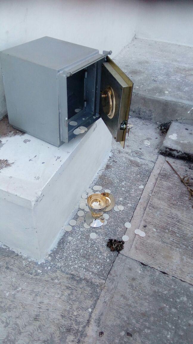 Denuncian robo en templo católico de Mérida