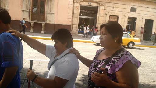Facilitan tránsito a invidentes en Mérida