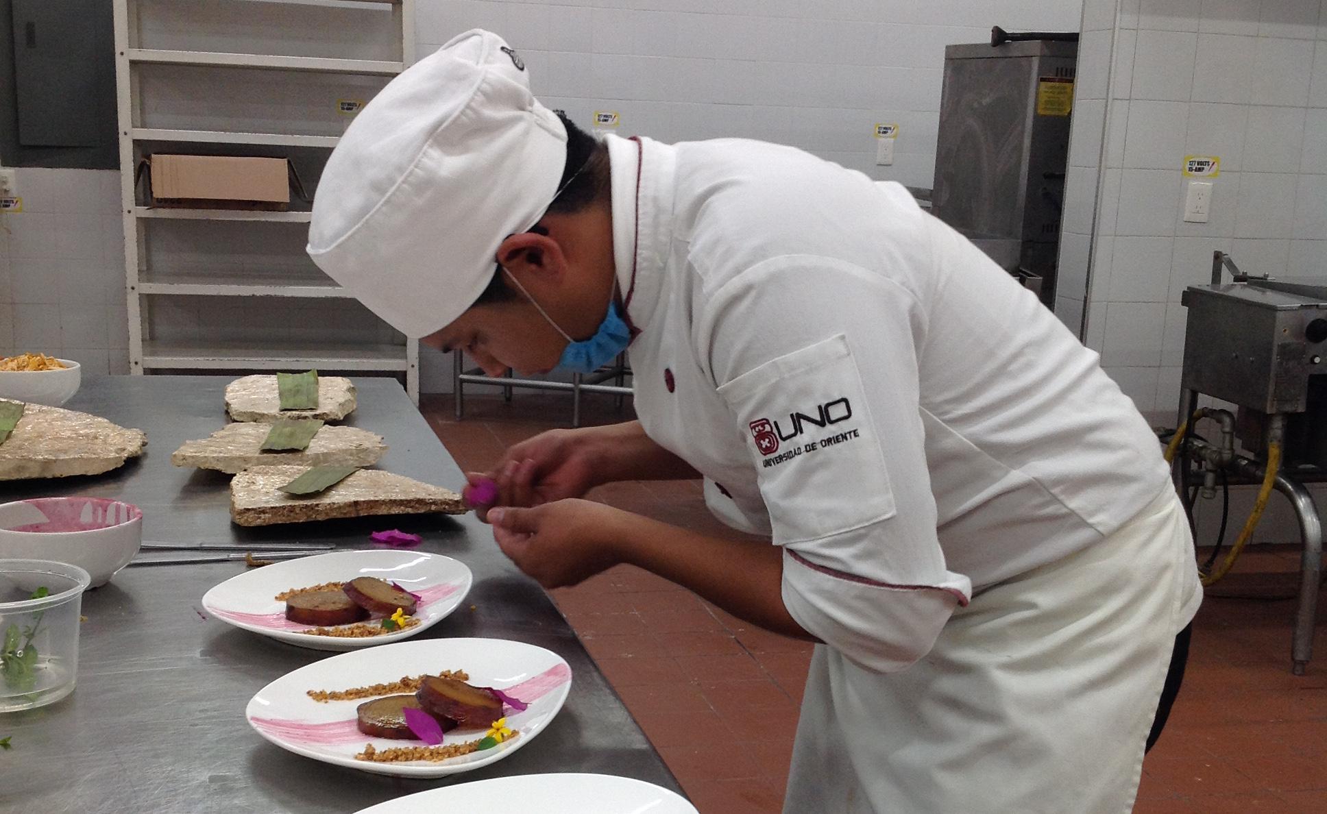 Deleita gastronomía yucateca en cierre de K'ooben
