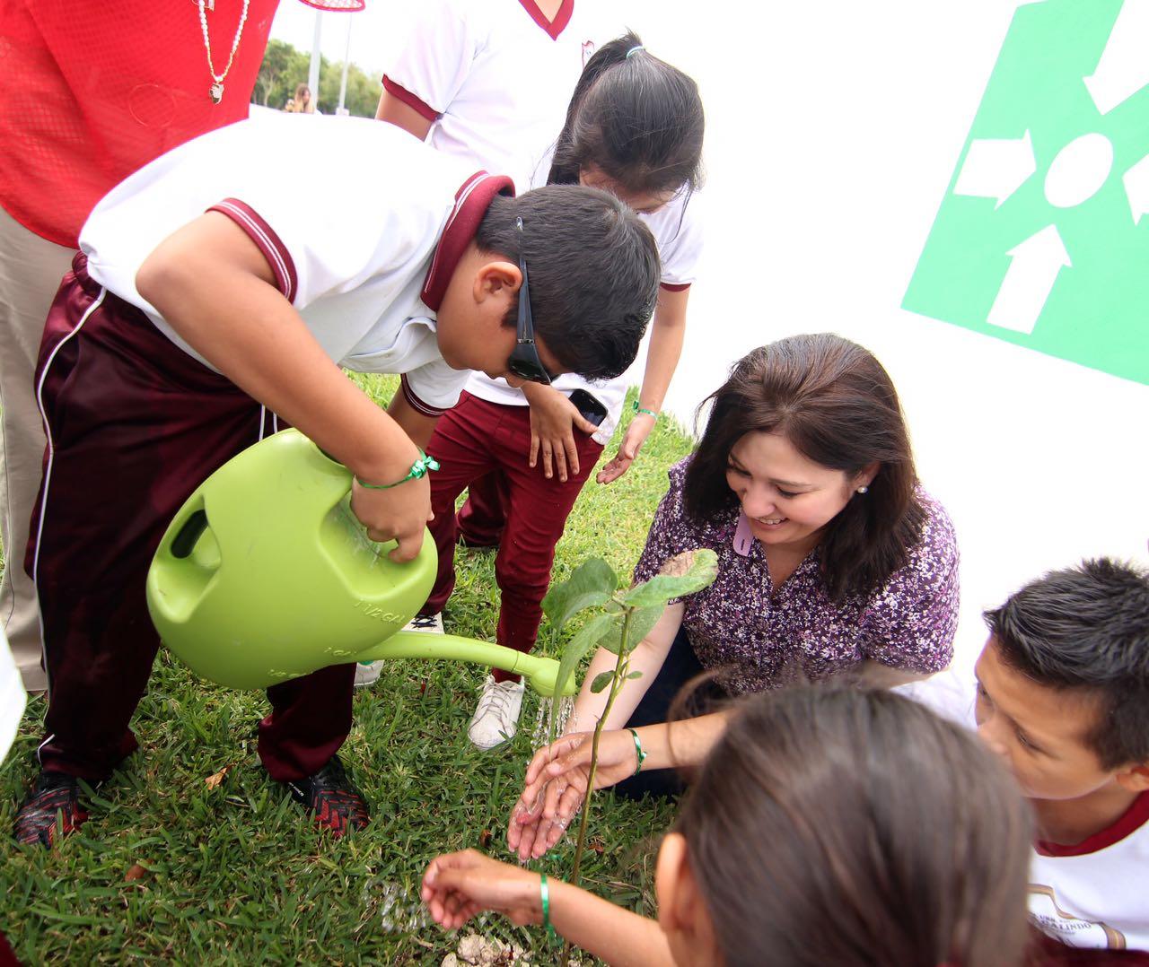 'Adoptan' 86 árboles en Congreso Yucatán