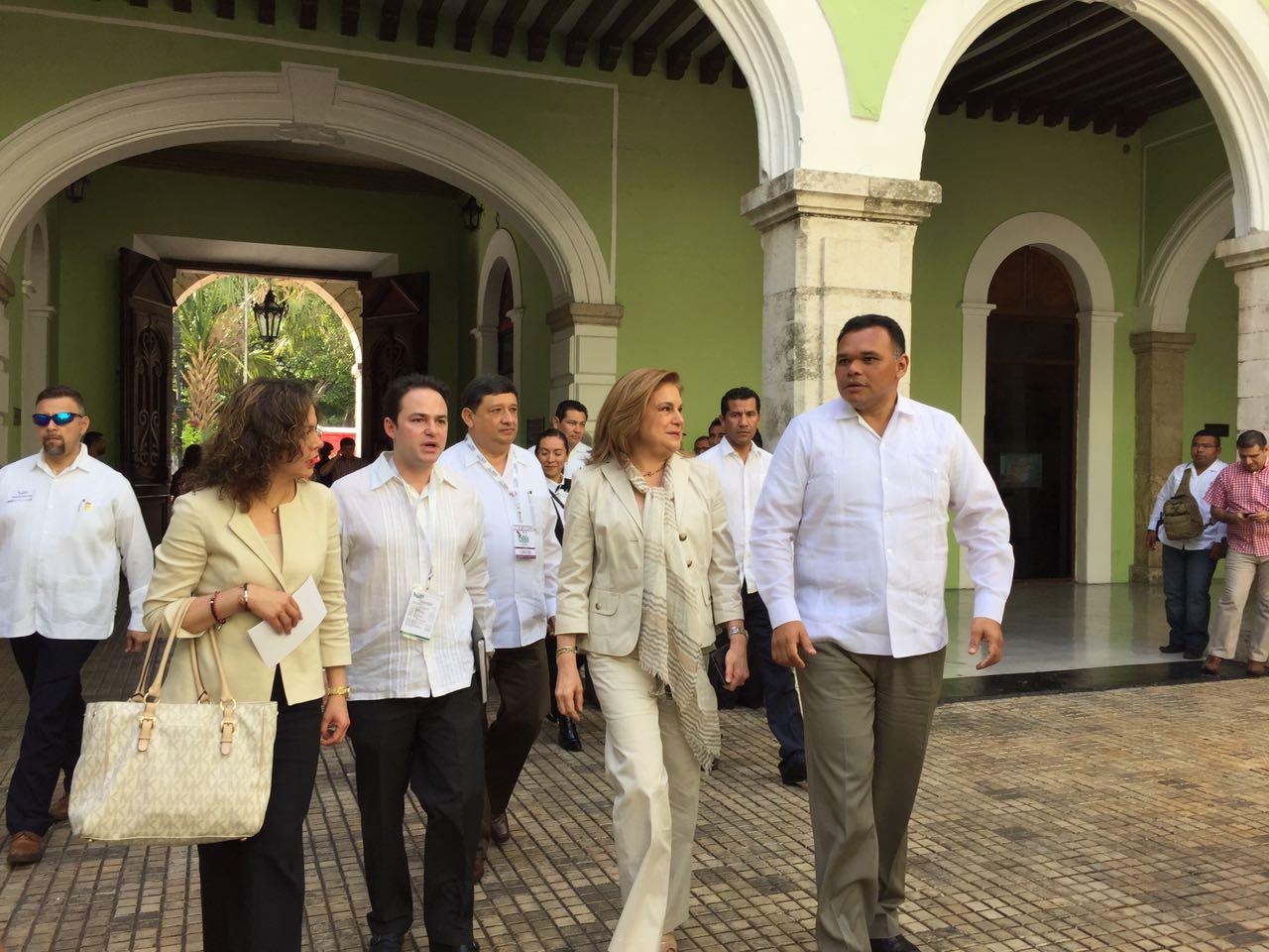 Elude Arely Gómez tema de 'gobernadores corruptos'