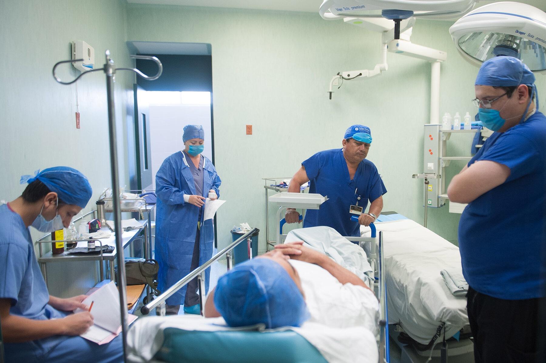 Cirugía reconstructiva sin costo a víctimas de cáncer de mama