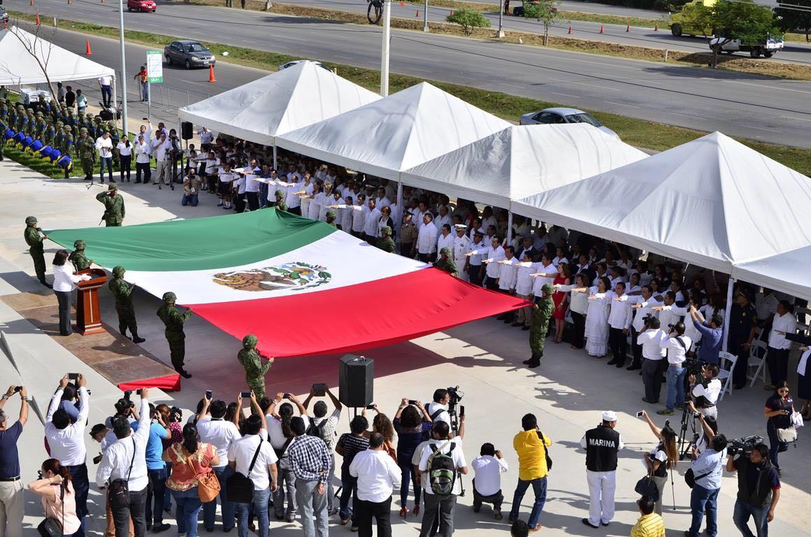 Renuevan estandarte patrio en sede de Congreso Yucatán