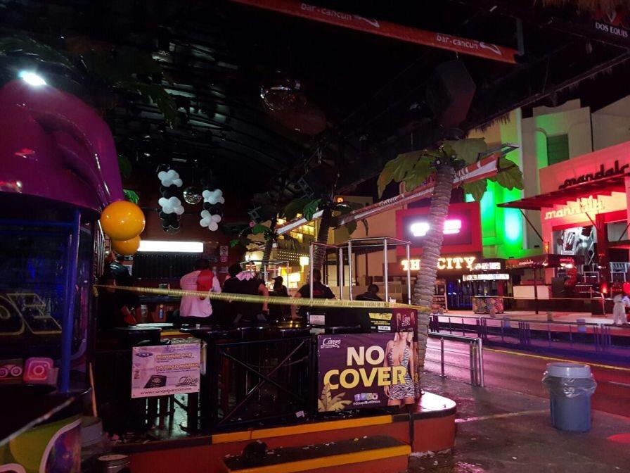 Ejecutan a tres en discoteca de Cancún