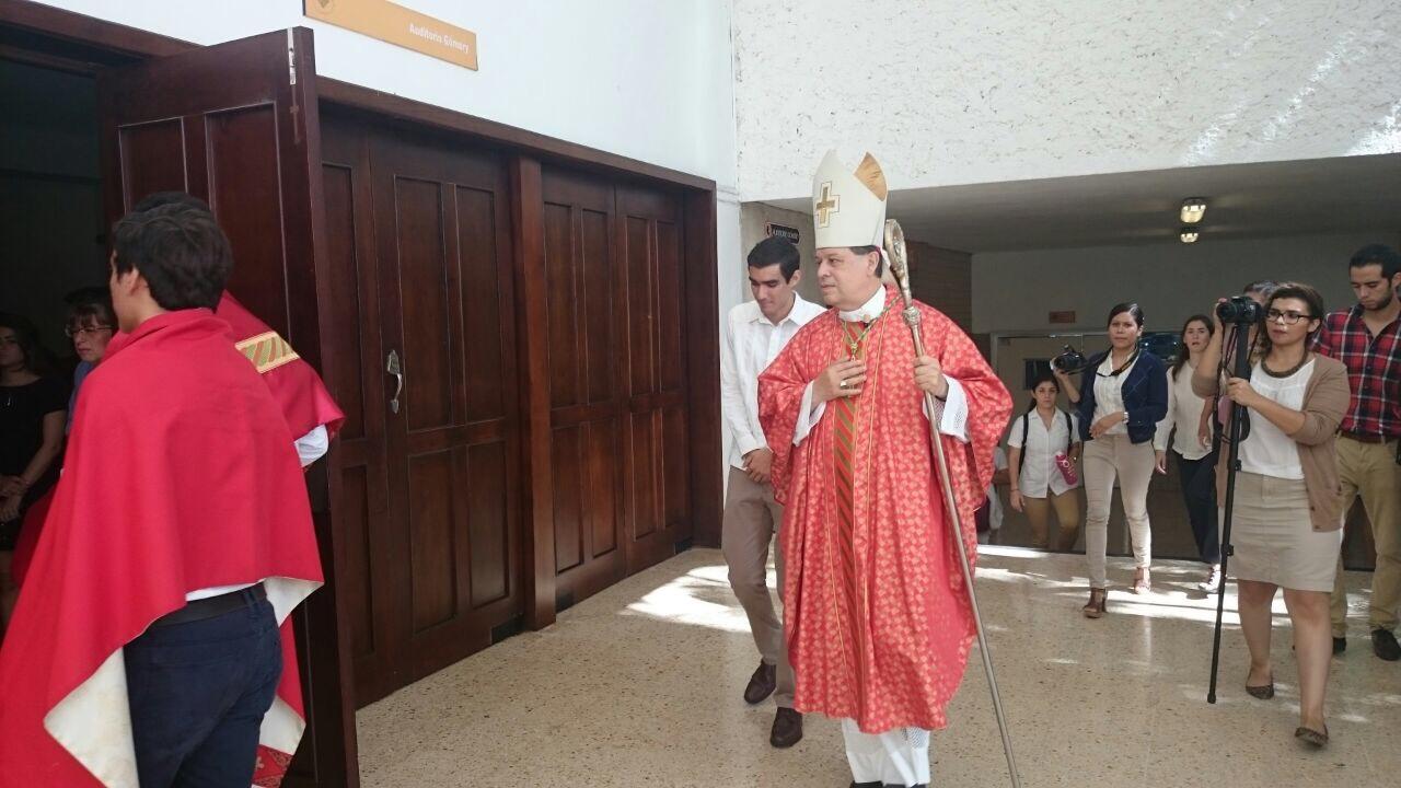Atención y respeto a personas con VIH/SIDA.- Arzobispo