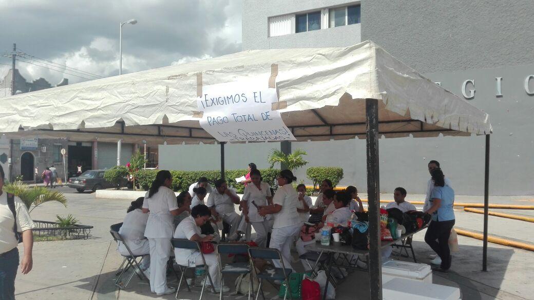Protestan en Hospital de ISSSTE por falta de pago