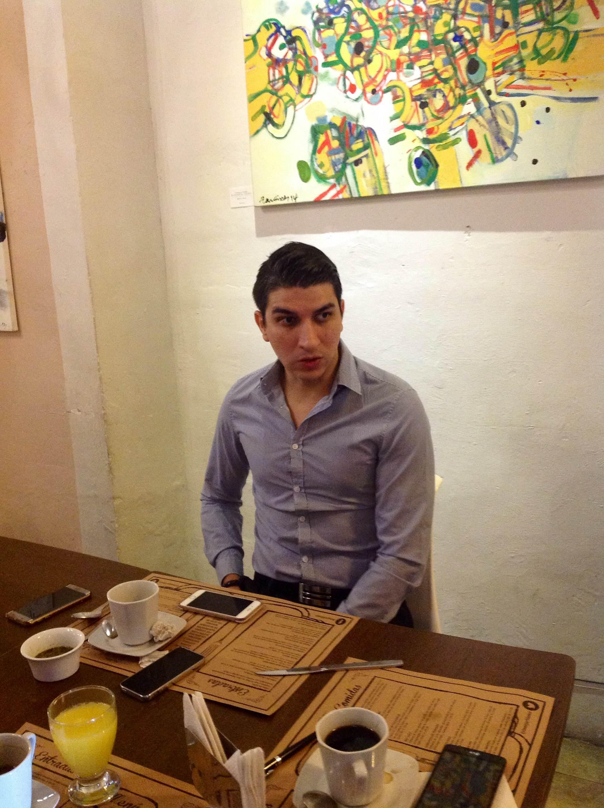 """Rican"", joven yucateco, disfruta ser pintor"