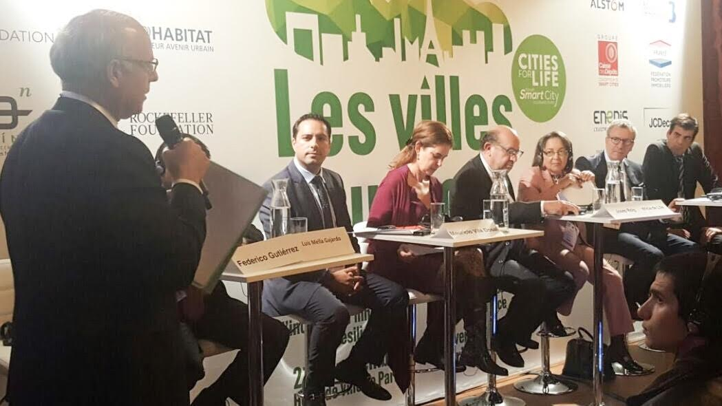 Firma Vila el Plan de Acción de París