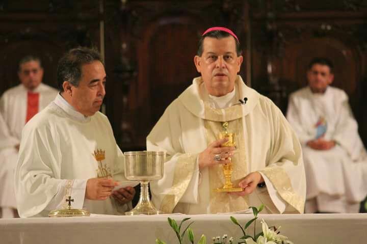 Inocentes pagan guerra por violencia.- Arzobispo Rodríguez