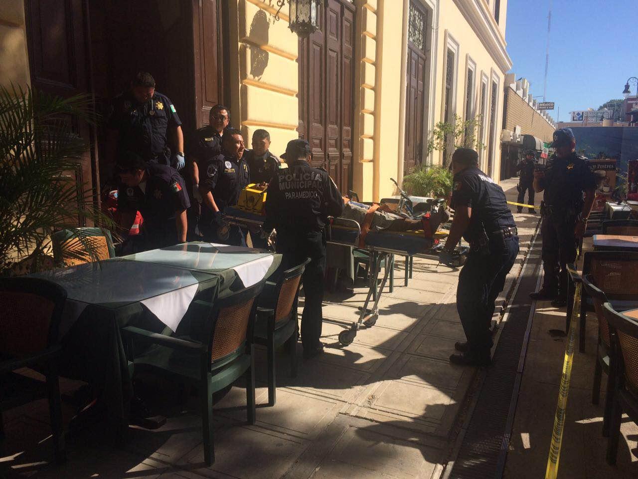 Aparatosa caída de pintor en teatro Peón Contreras
