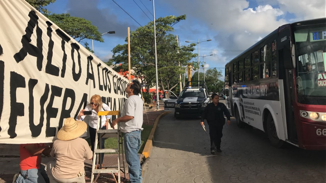"""Encienden en Cancún protestas contra """"megagasolinazo"""""""
