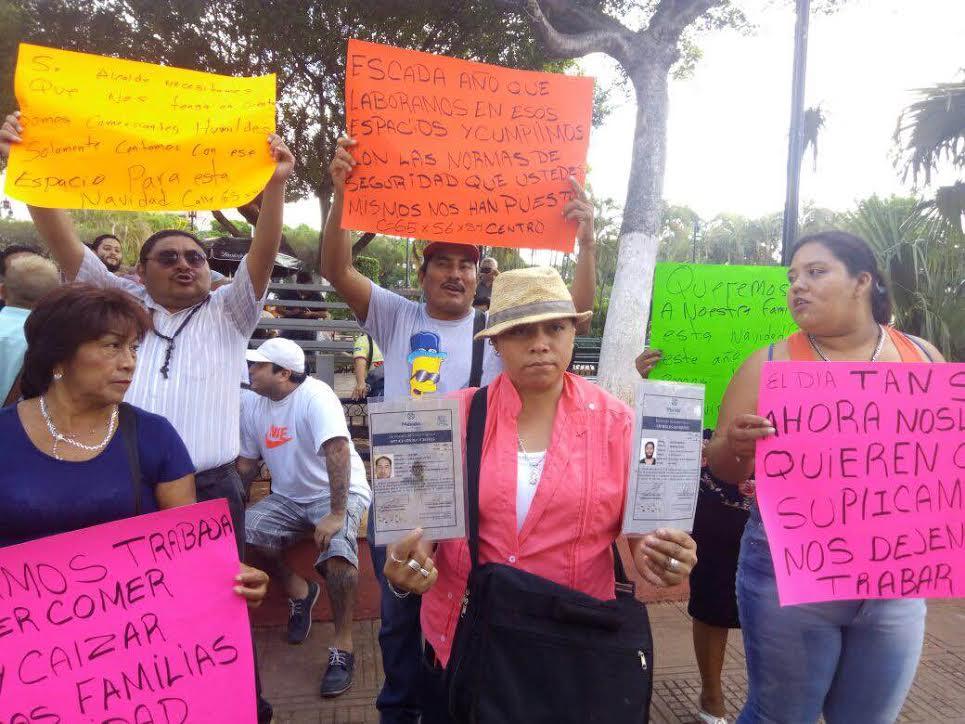 Protestan por restricciones en venta de pirotecnia