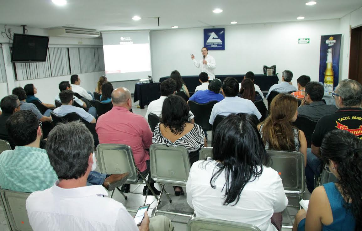 Asociados de Canaco-Mérida conocen pasos para franquicias