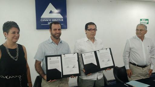 Acercan créditos de Nafin a empresarios yucatecos