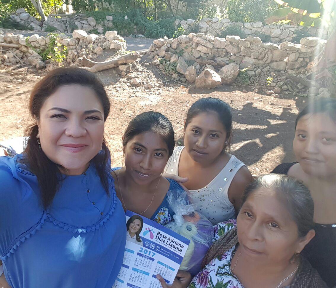 Encuentro de Díaz Lizama con mujeres de comisaría en Tekax