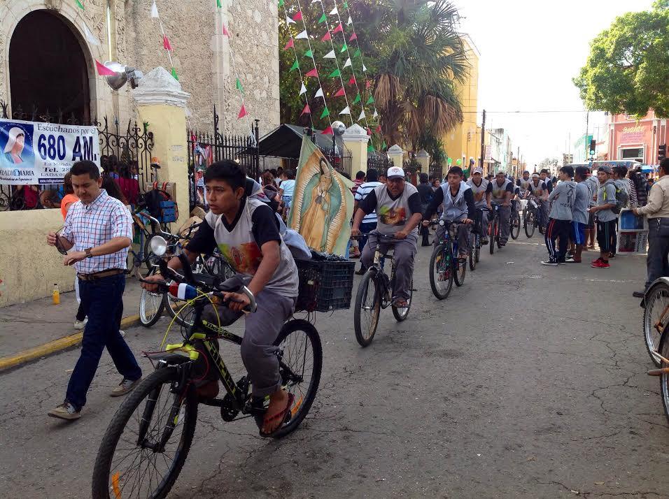 """Yucatecos honran a la """"Morenita"""""""