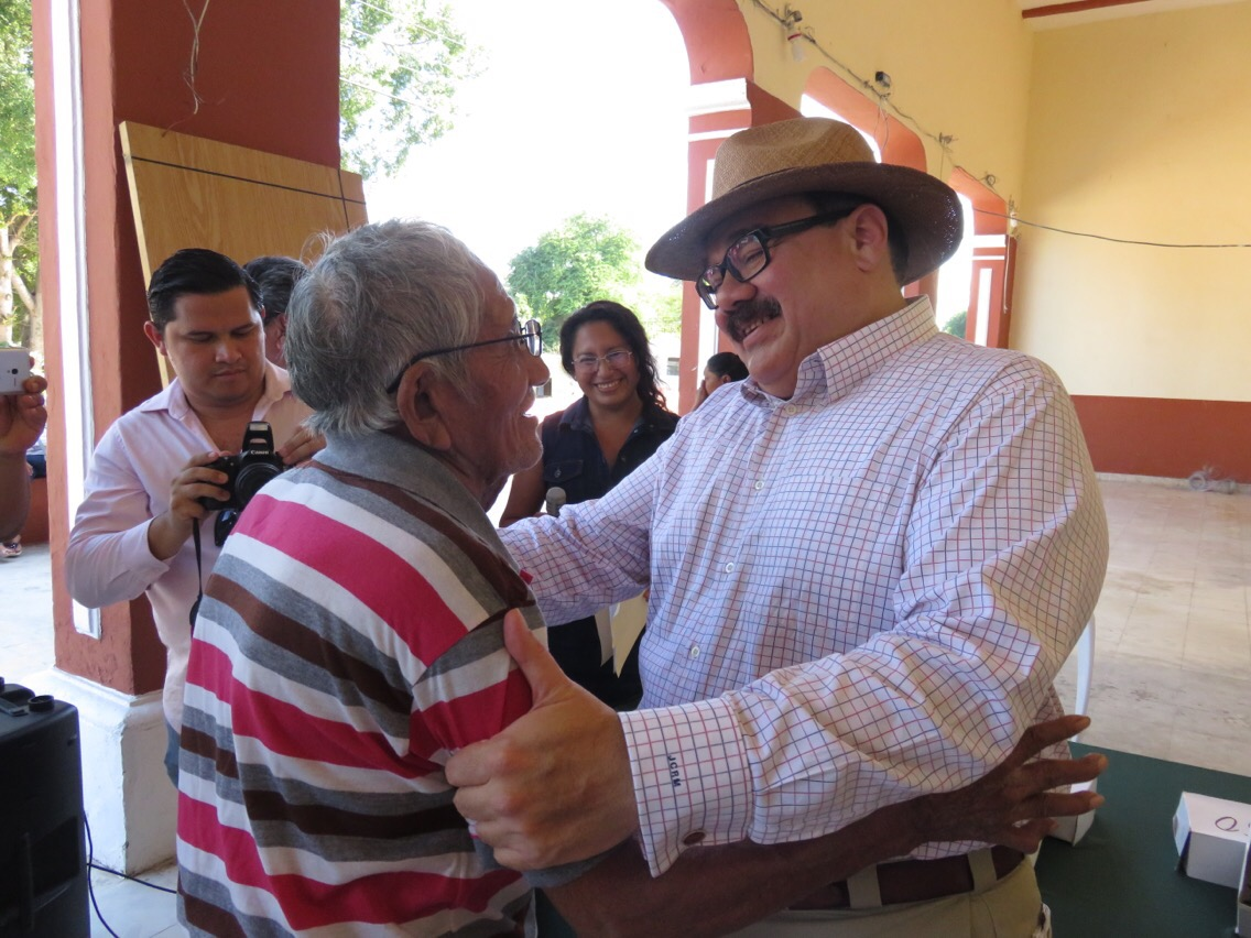 Se reúne Ramírez Marín con habitantes de Abalá