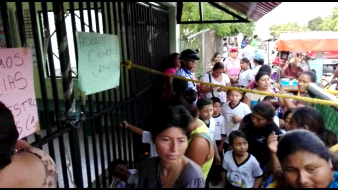 Bloquean escuela madres que acusan abusos sexuales