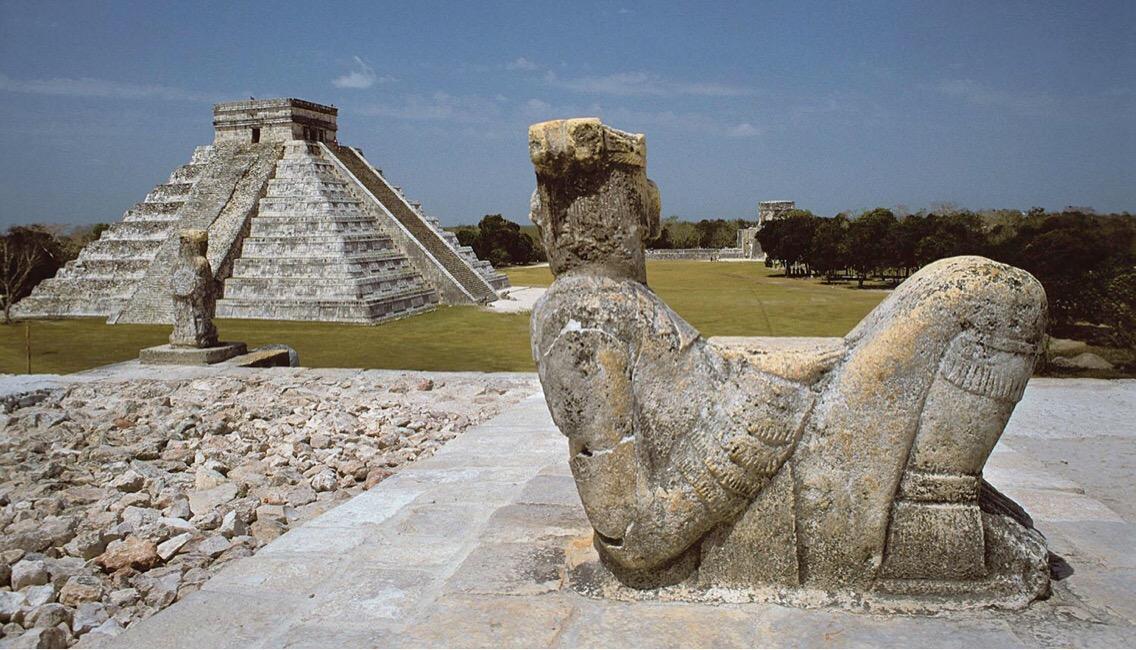 Esculturas de Chac Mool, del mundo maya, en deterioro