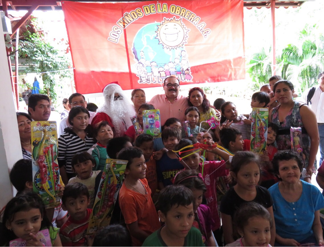 Ramírez Marín convive con pequeños del sur de Mérida