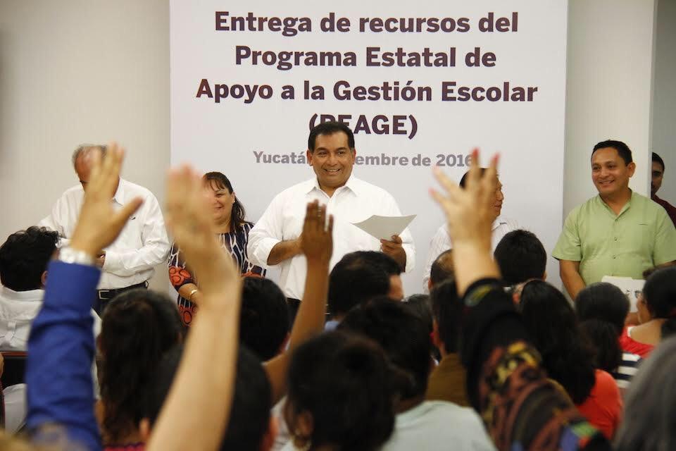 Segey entrega apoyos en Motul, Hunucmá y Maxcanú