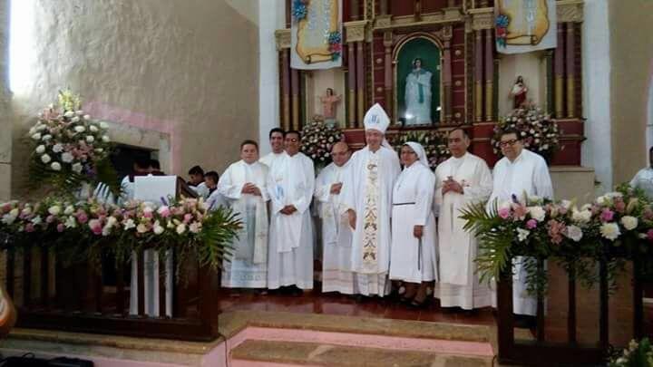 Jerarca del Vaticano oficia misa en localidad maya