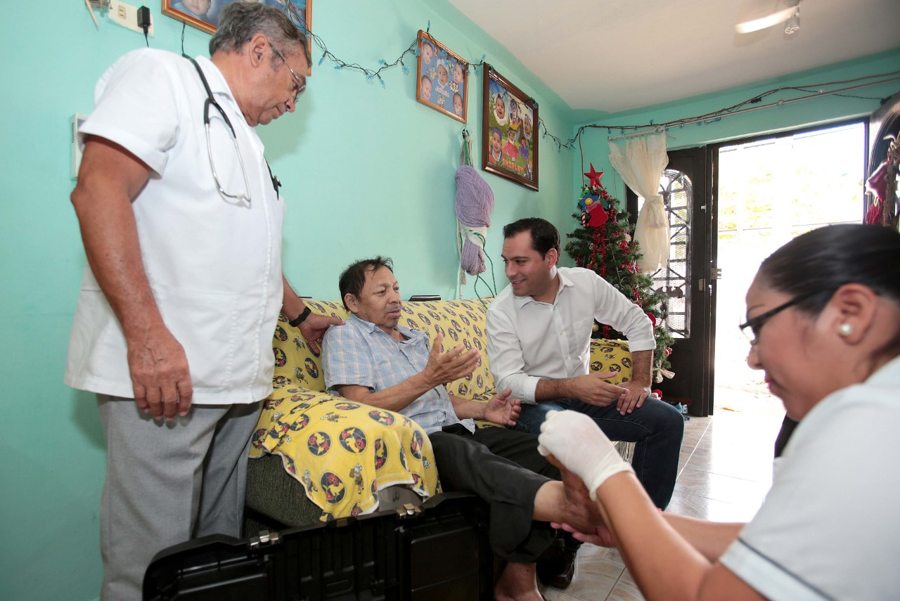 Pobres de Yucatán no pagan consulta médica: doctor va hasta sus casas