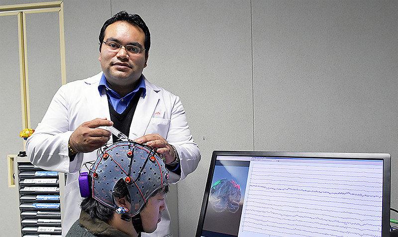 Mexicano desarrolla interfaz para controlar objetos con la mente