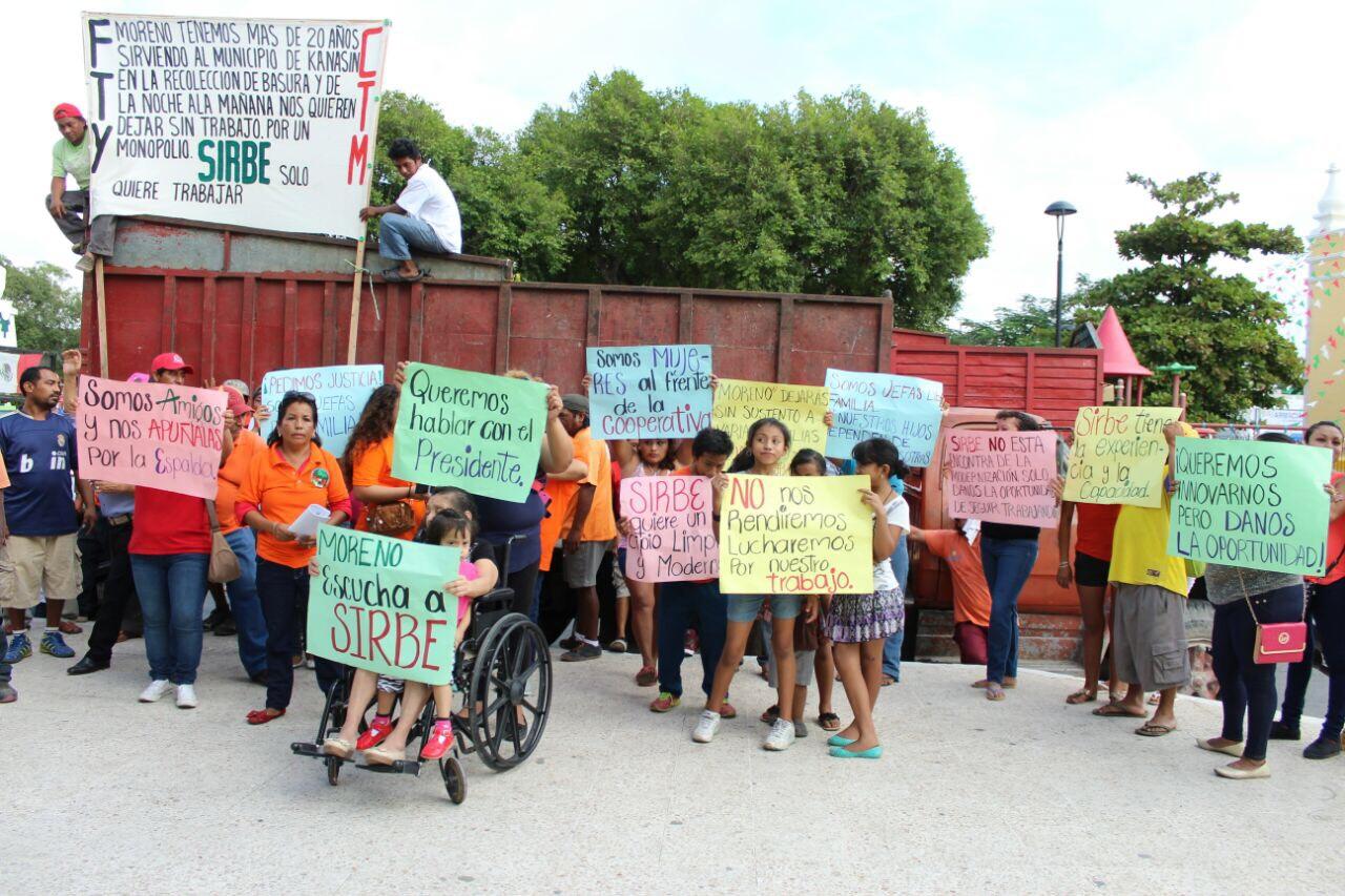 """Protestan por """"privatización"""" de recoja de basura en Kanasín"""