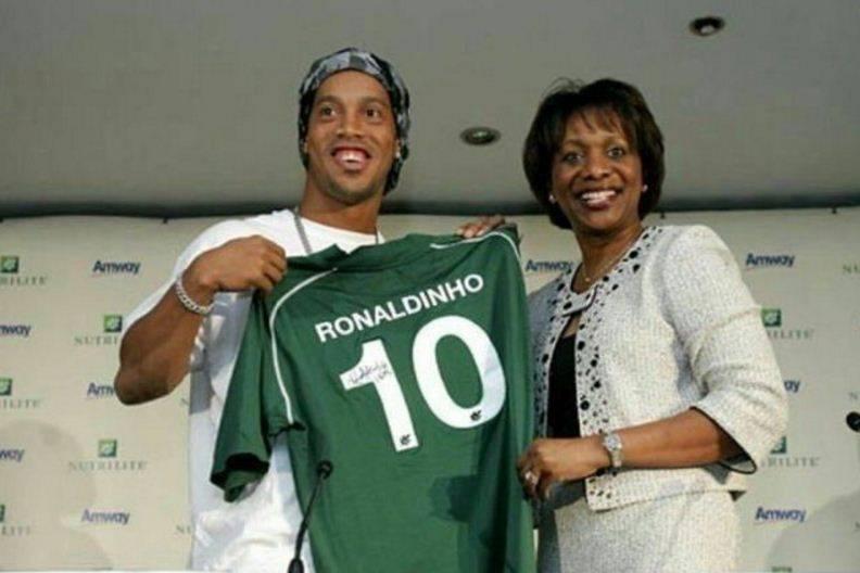 Ronaldinho podría jugar en el Chapecoense