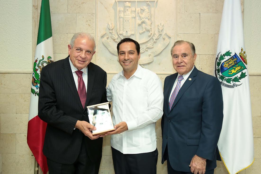 Recibe Vila llaves de la ciudad de Miami