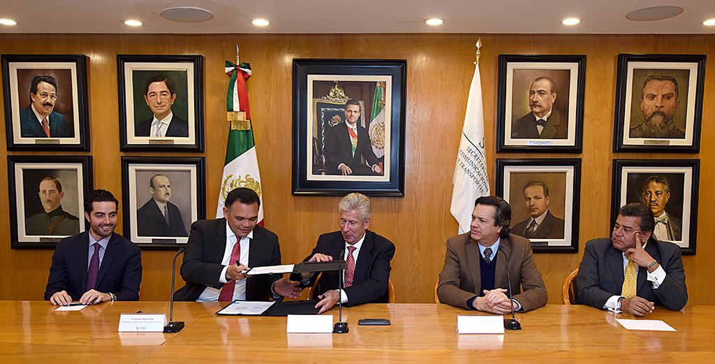 Firman acuerdo para nuevas obras en Puerto de Altura Progreso