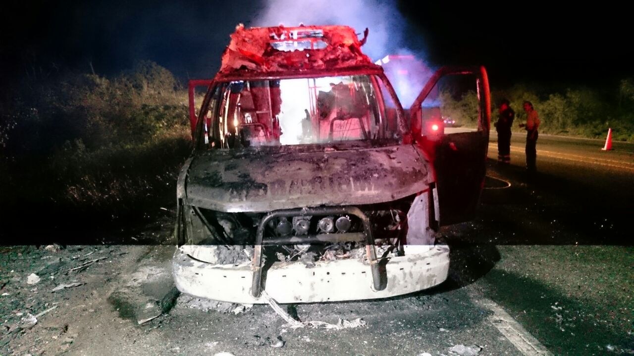 Salvaron de morir quemados en ambulancia incendiada