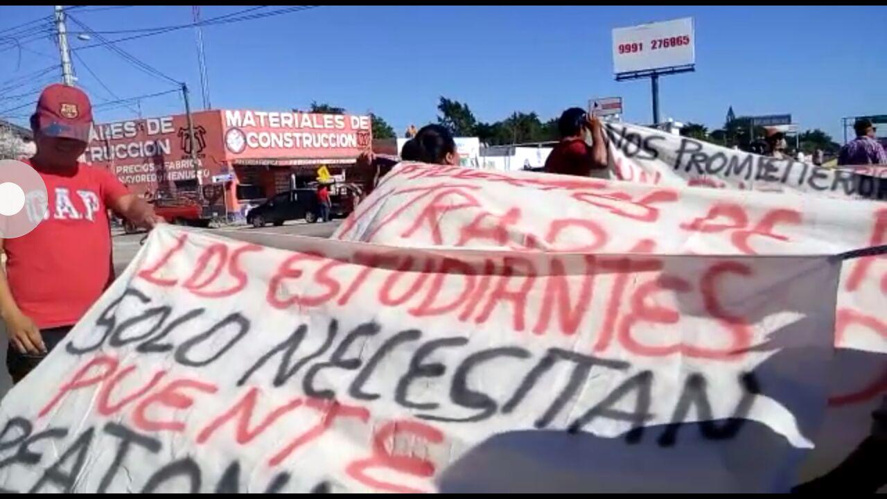 Protestan por muertes de tránsito y bloquean carretera
