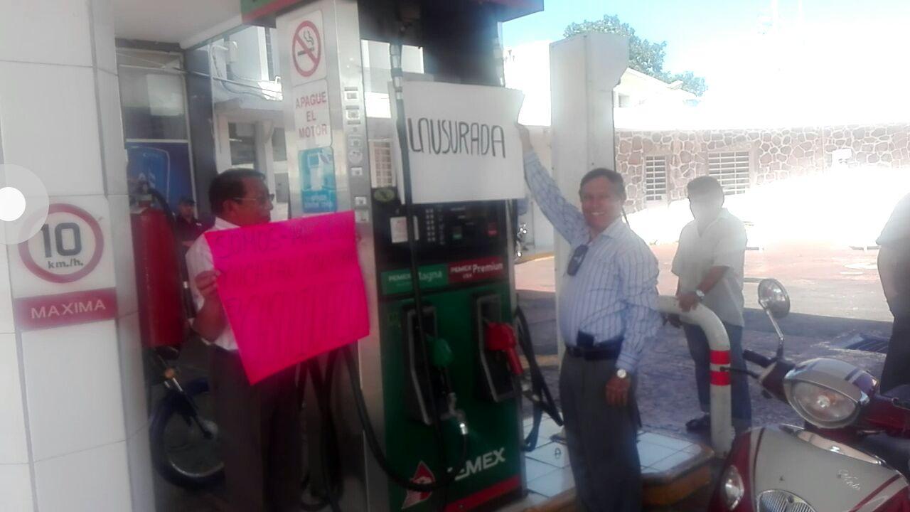 Protestan en Mérida con clausura simbólica de gasolinera
